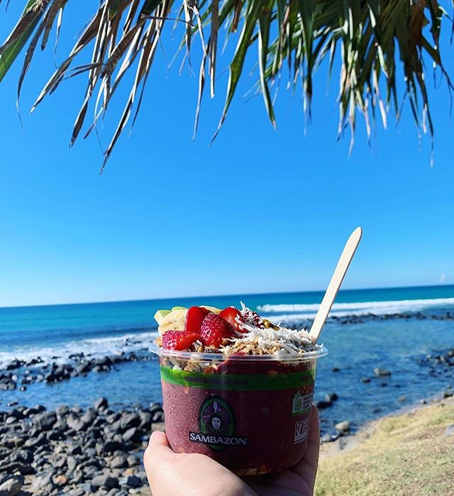 Burleigh vibin' with purple goodness from @helensbulkfoods 🌊 ✨  What's your Tuesday arvo like, tribe? If you're on the lookout for rad Sambazon açaí bowls or frozen packets to make your own at home, shoot us a DM so we can help you find a cafe or stockist! 📲 🍇✨ (📷: @whichcafenext) #sambazonau #acaibowl #fairtrade #purplesmiles