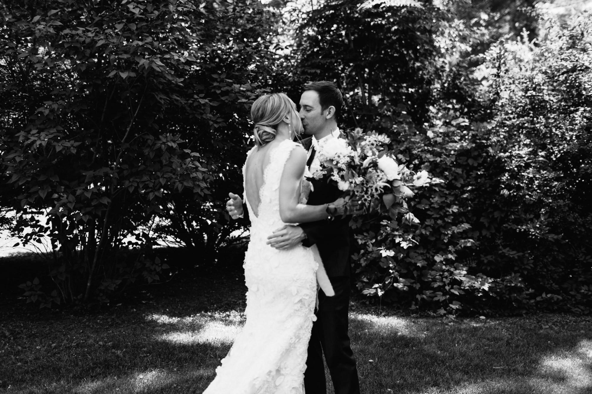 connecticut-summer-lake-wedding-emily-kirke-photography-upstyle (39 of 181).jpg