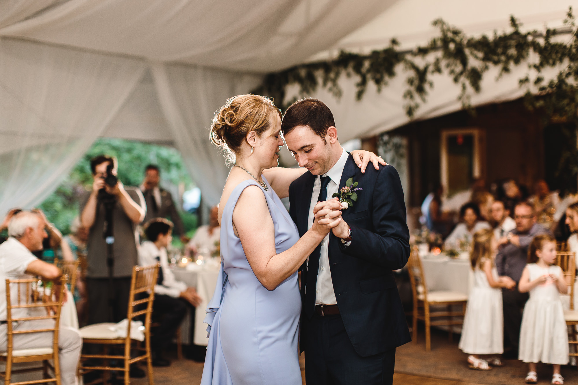 connecticut-summer-lake-wedding-emily-kirke-photography-upstyle (149 of 181).jpg