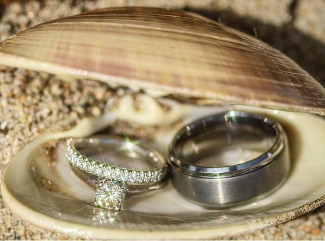 💍His & Hers in a shell 🐚 details are the most important part of your special day 👰 don't let anything go unnoticed! Book with the best. Book with #RidgeWeddings 💚