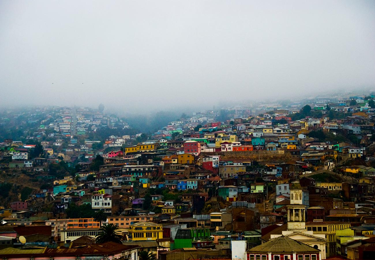 Foggy Valparaiso, Chile (photo by  Maximiliano Neira )