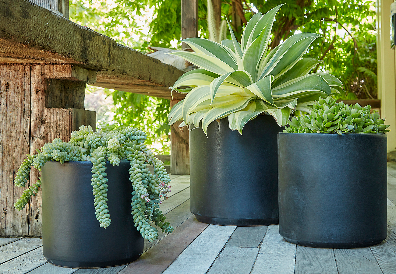 Cylinder ceramic pot in black