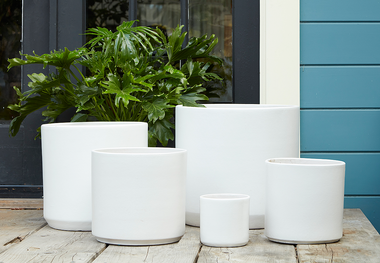 Cylinder ceramic pots in various sizes