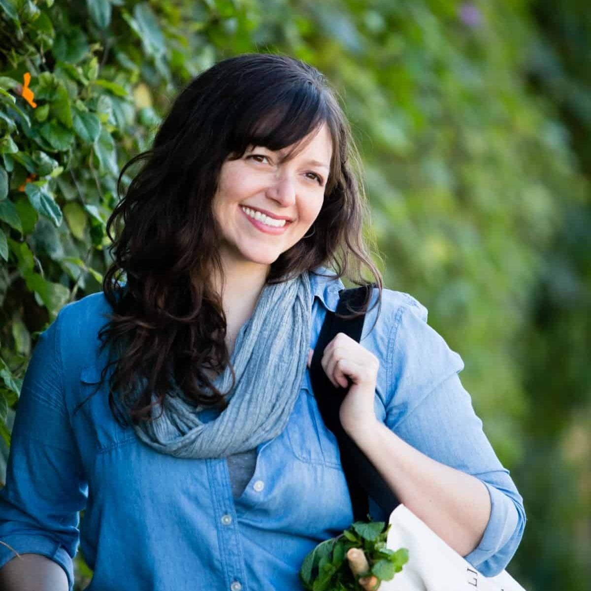 Alanna-Author-Photo-Shelley-Eades.jpg