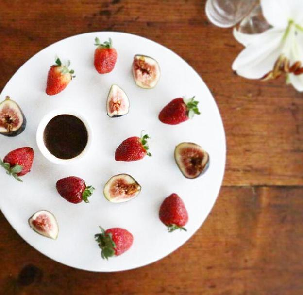 Strawberries & Figs with Cacao Dip