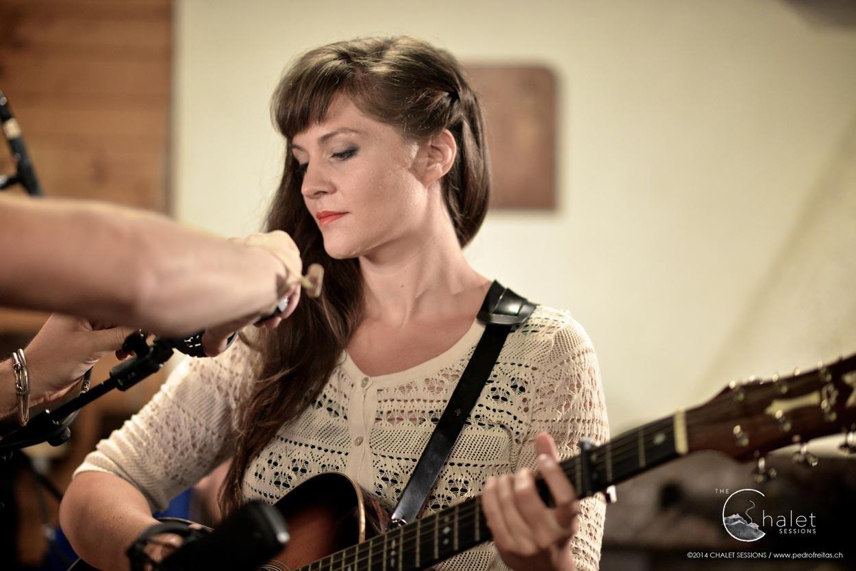 Heidi Happy Session - Heidi with guitar