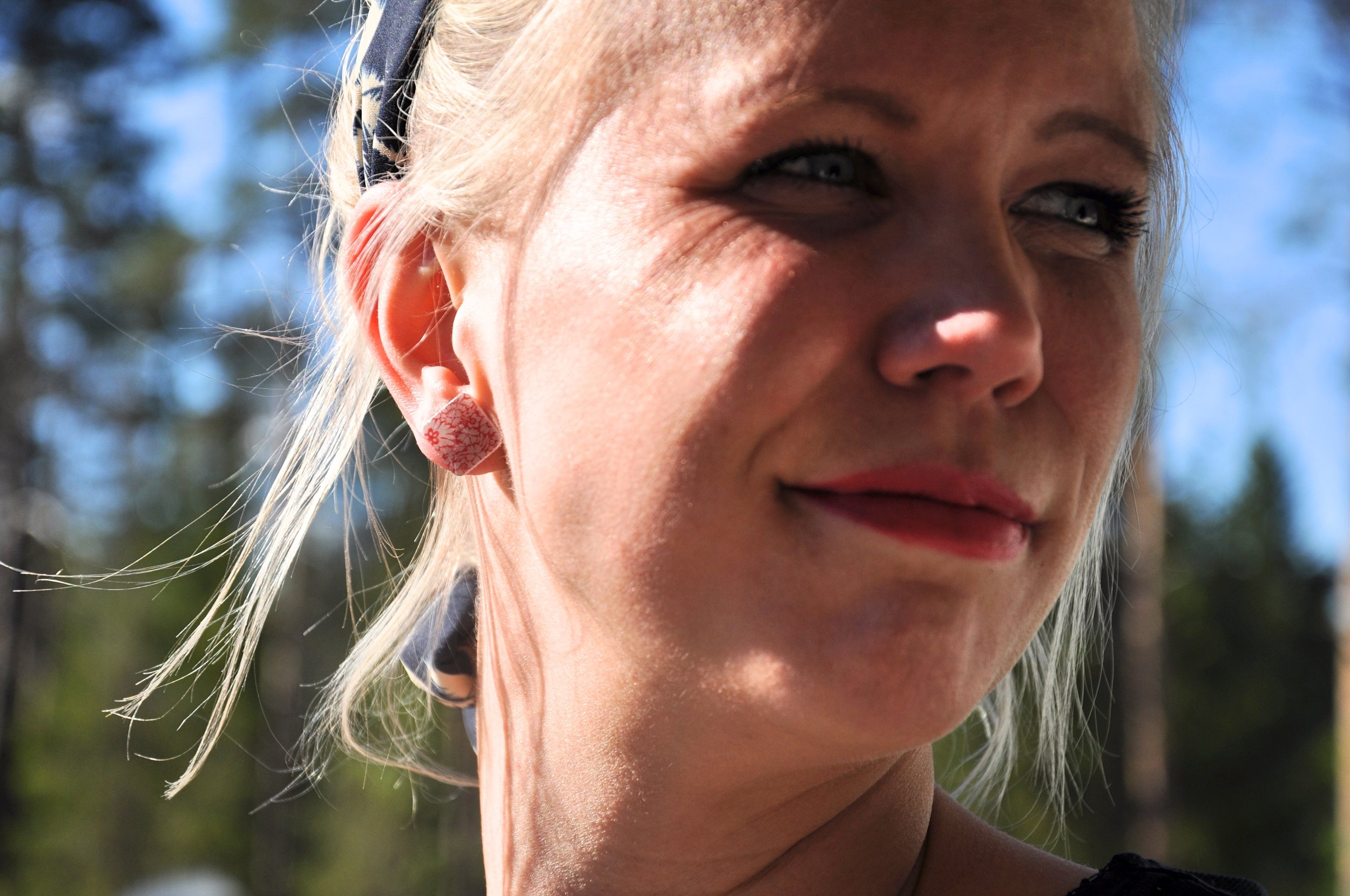 Tanja Blumenohrring schön.jpg
