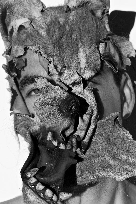 Falling-the-mask---copyright-rochegaussen.jpg