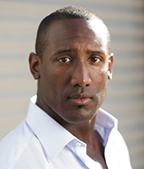 Quentin Earl Darrington  as Major Holmes