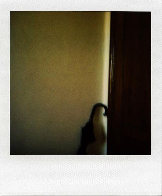 Wir freuen uns zu unserer #fragmentarisch Reihe auch @luis_barreiro_photography gewinnen zu können. Herzlichen Dank für deine Perspektive auf die Frage nach dem Wert in der Fotografie. U.a. hat er sich dabei an John Cage orientiert... mehr auf unserem #blog 😊