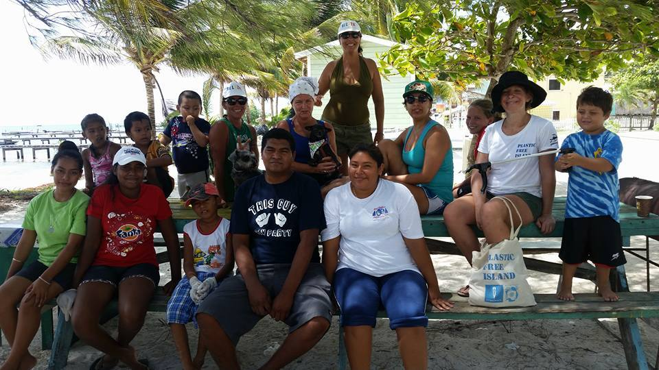 Volunteers on Caye Caulker during the Plastic Free Belize Summer project in 2015. With support from Oceana Belize.