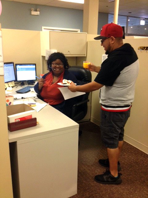 A Hinda volunteer serving customer service their personalized breakfasts at their desks