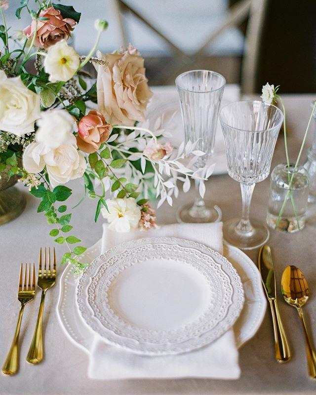 I wish my Friday consisted of sitting at this pretty table and drinking wine.🍷 📷: @krystleakin  Dress: @clairepettibone  HAMU: @nataliaissa  Venue: @villadifelicita  Shoes: @bellabelleshoes  Rentals: @bellaacento  Sweets: @sweettreatsbakerytx  Paper: @letteringbygrg  Vow books: @weddingstorywriter  Models: @mckenna_harmony & @alexripleylisak  Sponsor: @goodmanfilmlab