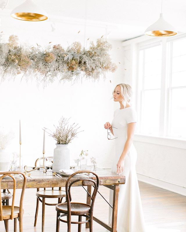 Clean modern minimalism for this shoot last month. Yes, please. ✨ 📷: @parlorpictureco  Planning/design: @maxwellandgray  Dresses: @lovelybride @lovelybridedallas  Models: @n.the.bird @s.the.bird @we.the.birds  HAMU: @helloflawlessartistry  Venue: @schoolhouseevents  Floral: @rootandbloom  Rentals: @corallanerentals  Print: @scribblesandswirls  Video: @benqphotography  Cake: @sugarsocialdfw