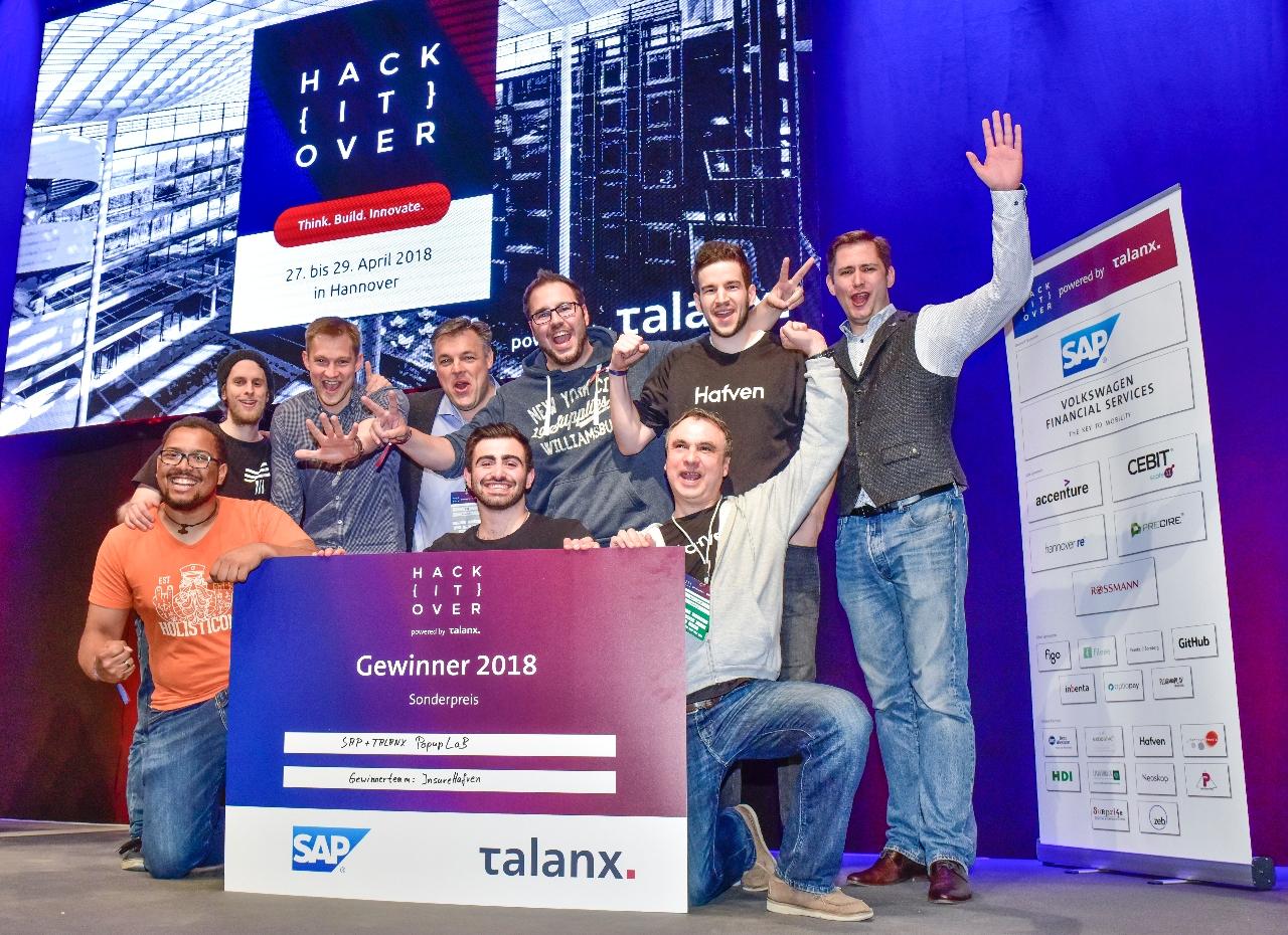 Das InsureHafven-Team mit Rolf Schumann von SAP. Foto: www.scheffen.de