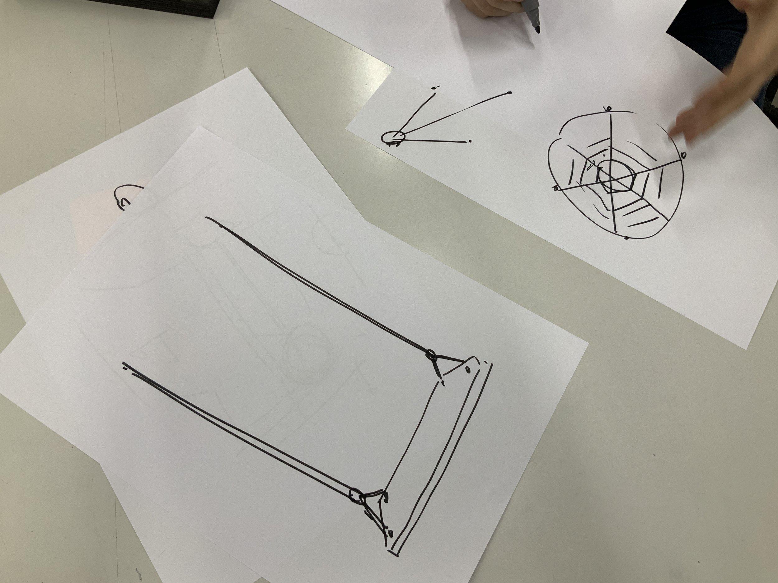 Der naheliegendesten Ansatz – ein Brett und zwei Seile – sollte in kreativer Hinsicht übertroffen werden.
