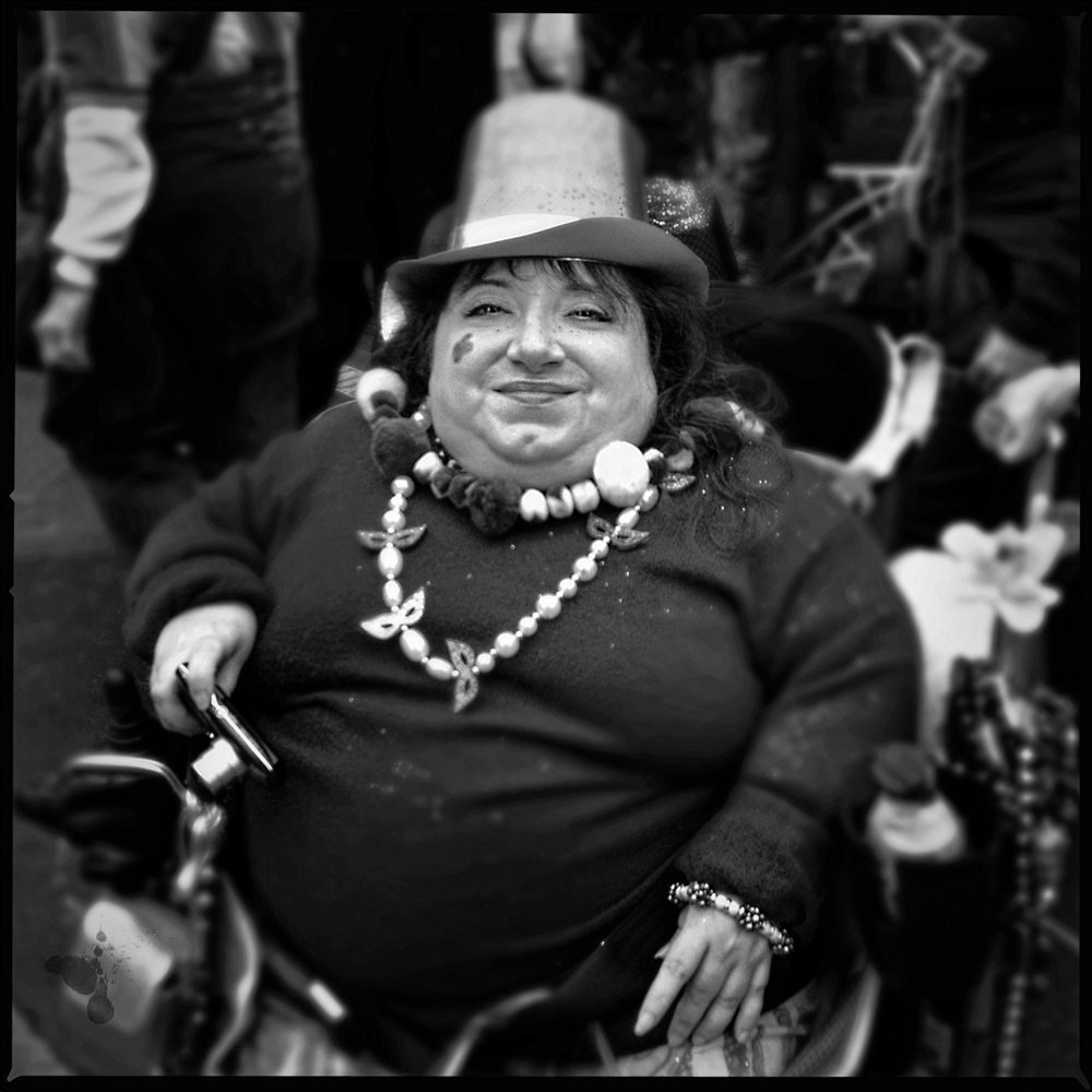 Wheelchair-Photographer-Mardi-Gras-2010-BW-Square-WEB-IMG_1349.jpg