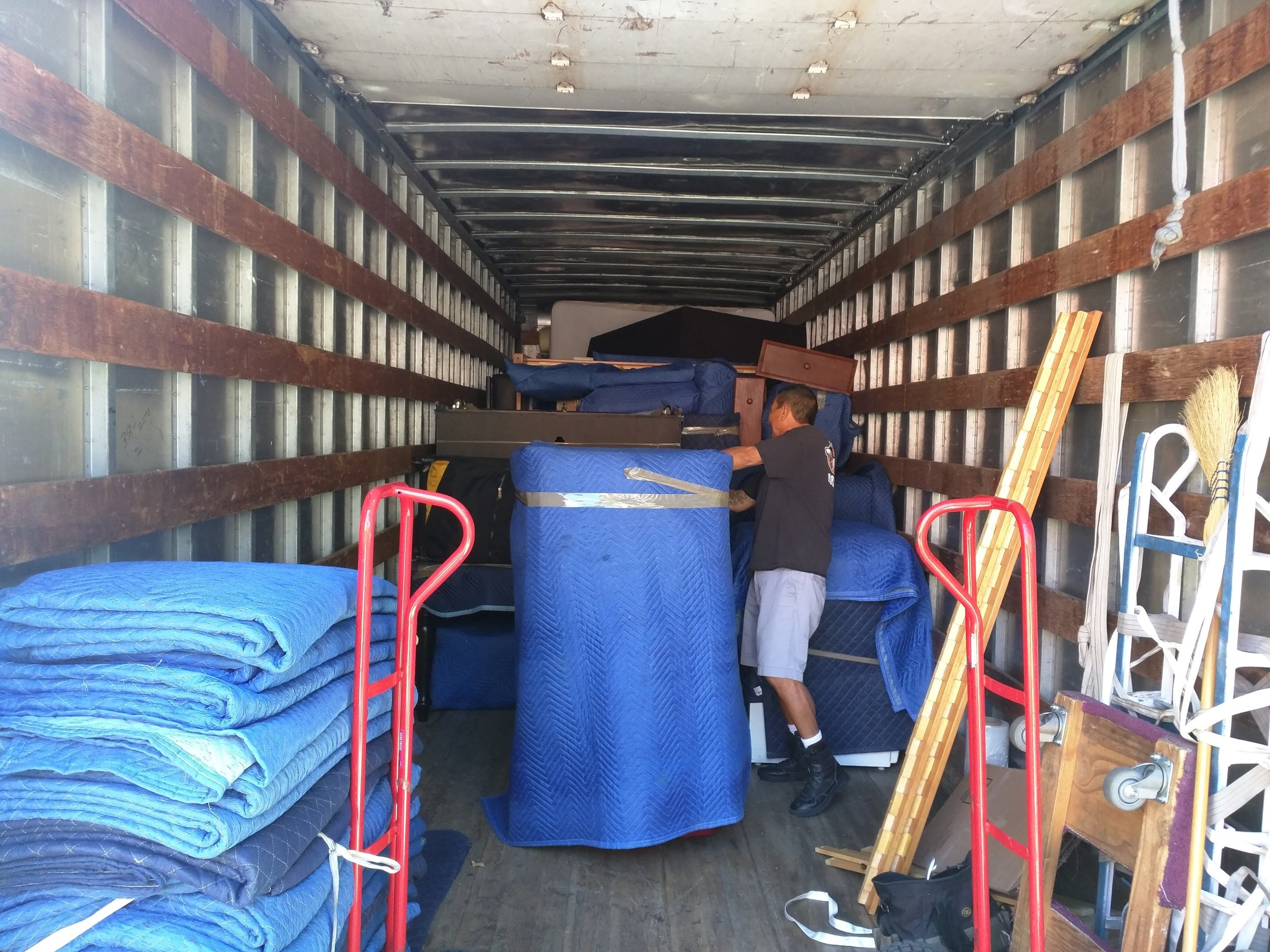 simi valley movers | loading truck | movers in simi valley
