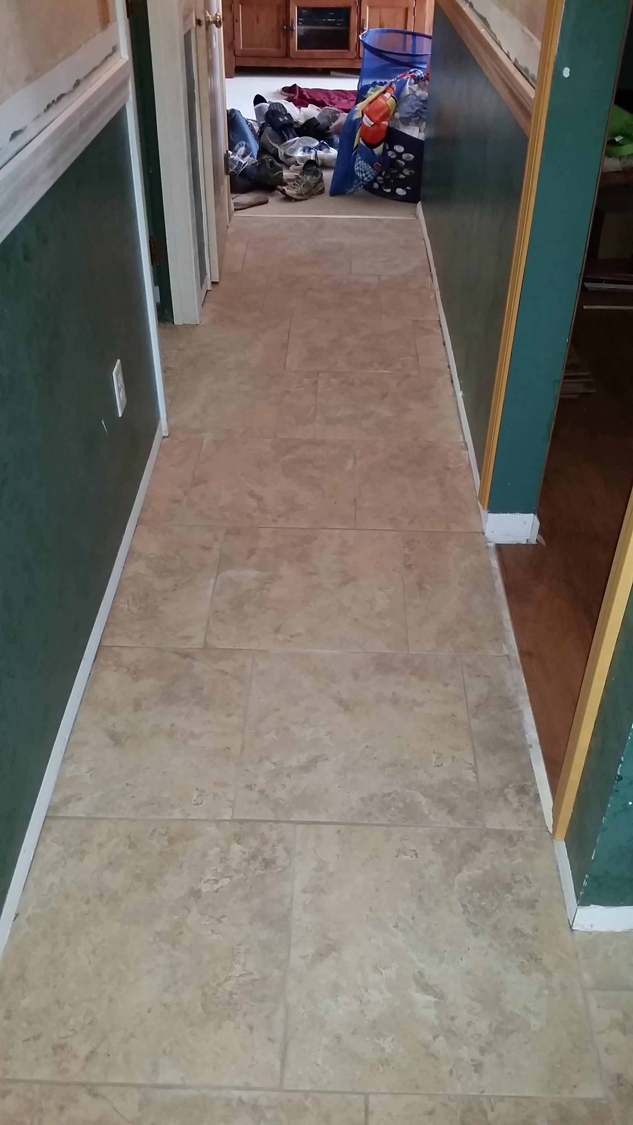 "18""x18"" hallway tiles 1/4 offset pattern"