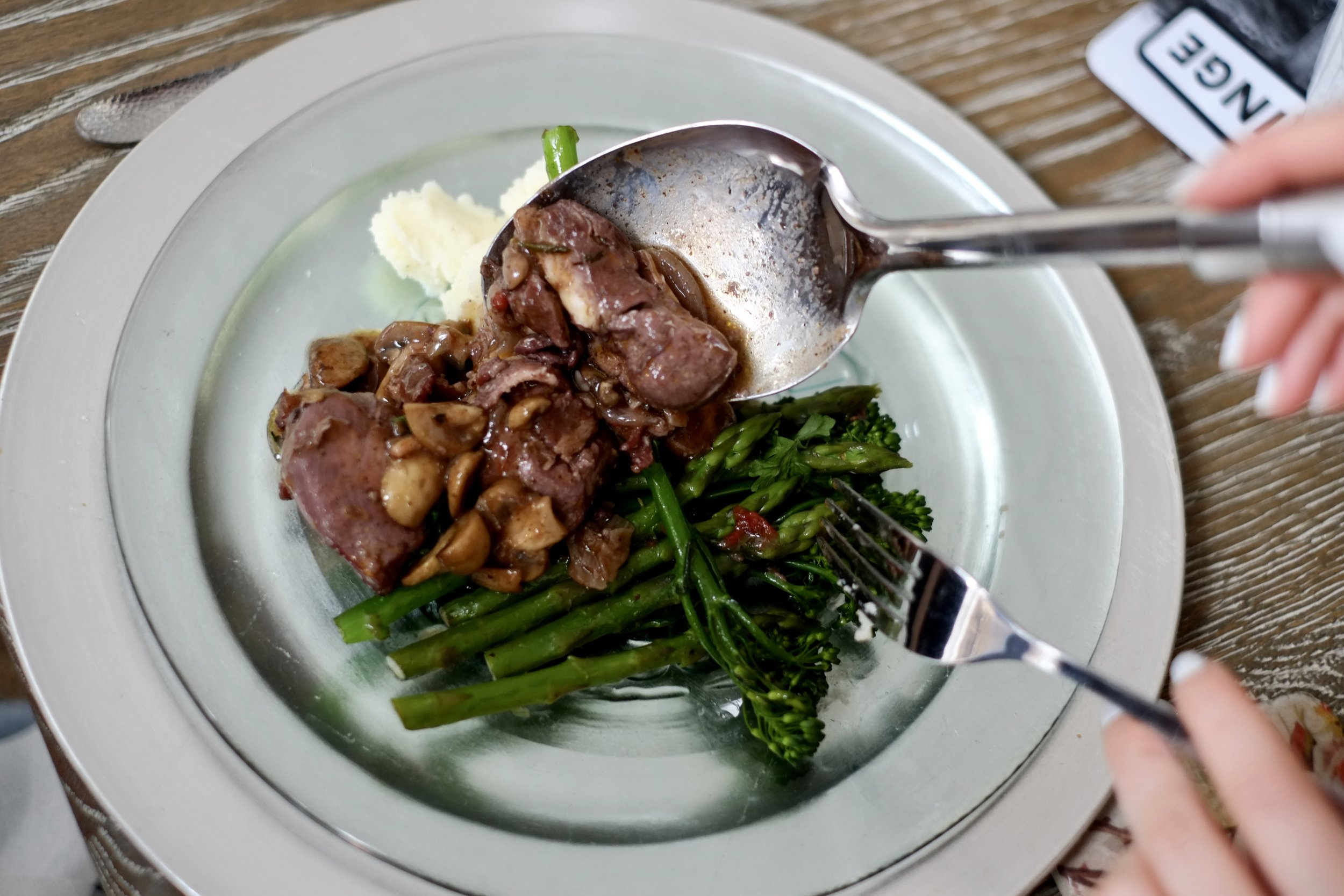 Coq au vin with green beans, asparagus and mashed potato <3