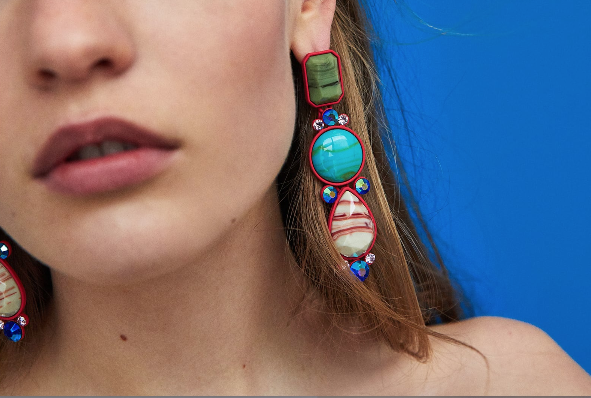 Geometric earrings with red border - Super cool dangle earrings with a red border and three different shaped and coloured stones. I think they would look amazing with a black T-shirt or dress. Such an amazing eye-catching set of earrings. You can find those at Zara here for £12.99.