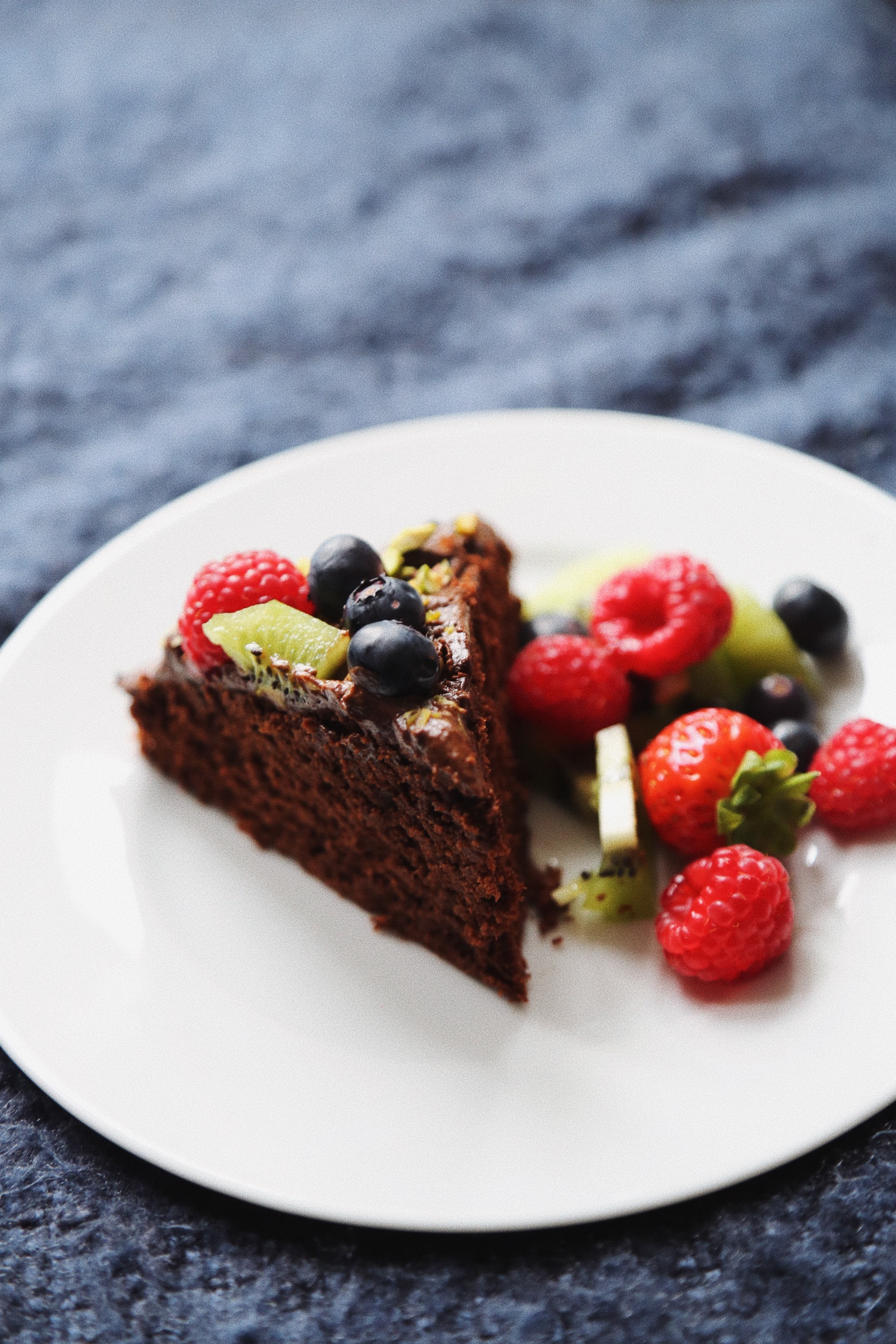 Autumn has arrived - With autumn finally having arrived in London and striking us with wind and rain. What better to do on a weekend afternoon than baking a very delicious chocolate cake.Why not make it vegan its easier then you think! This recipe is super fast and easy with simple ingredients most of which you already will have at home. You'll easily want to eat more than one piece and you can - without feeling guilty as it's low on sugar with healthy plant based oils and a handful of fresh berries. Perfect for a cosy afternoon tea party at home with friends or family.Happy baking! Let us know how you like it. xx Annabell