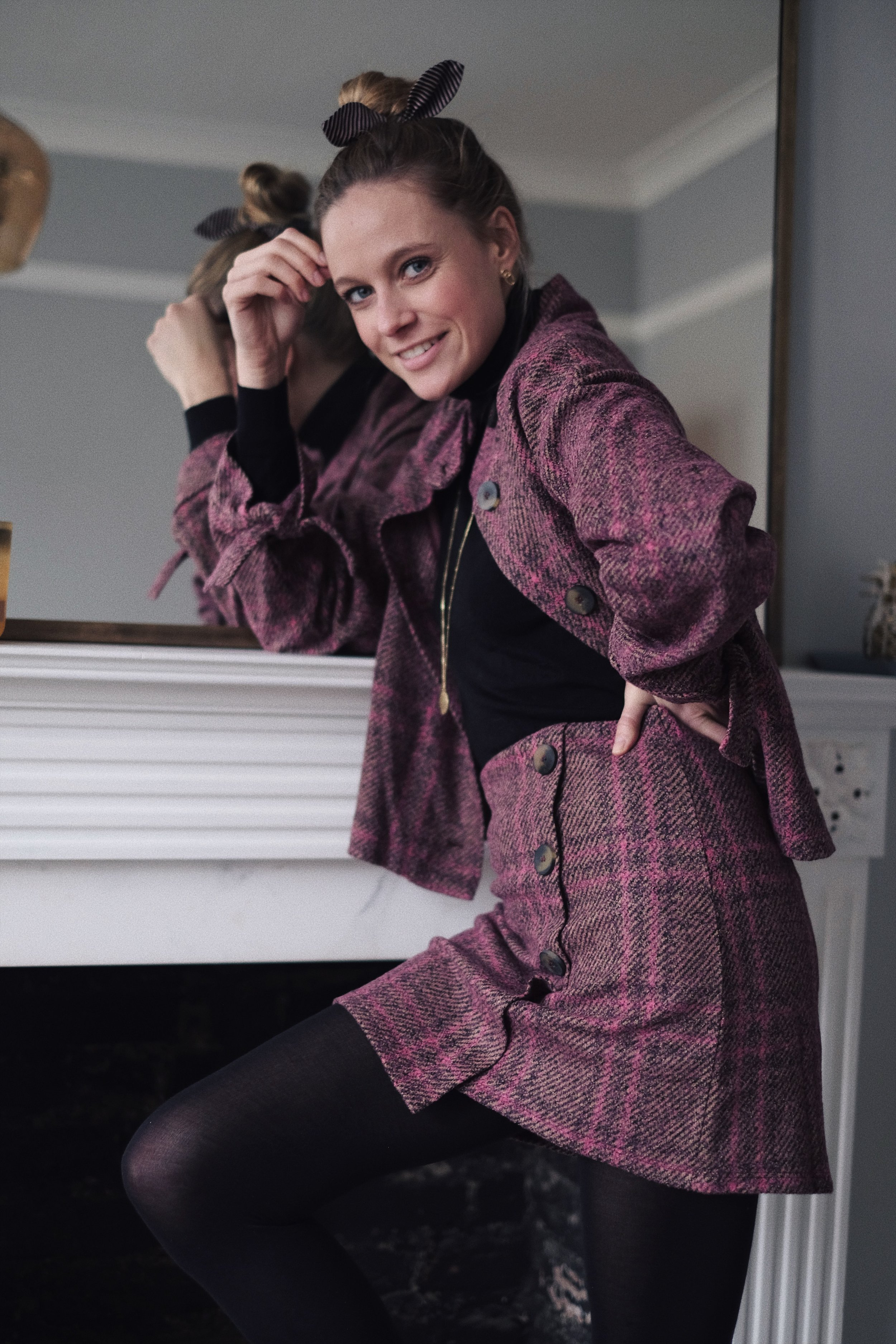 London based model Annabell is wearing a two-piece set blazer and skirt rom Mango