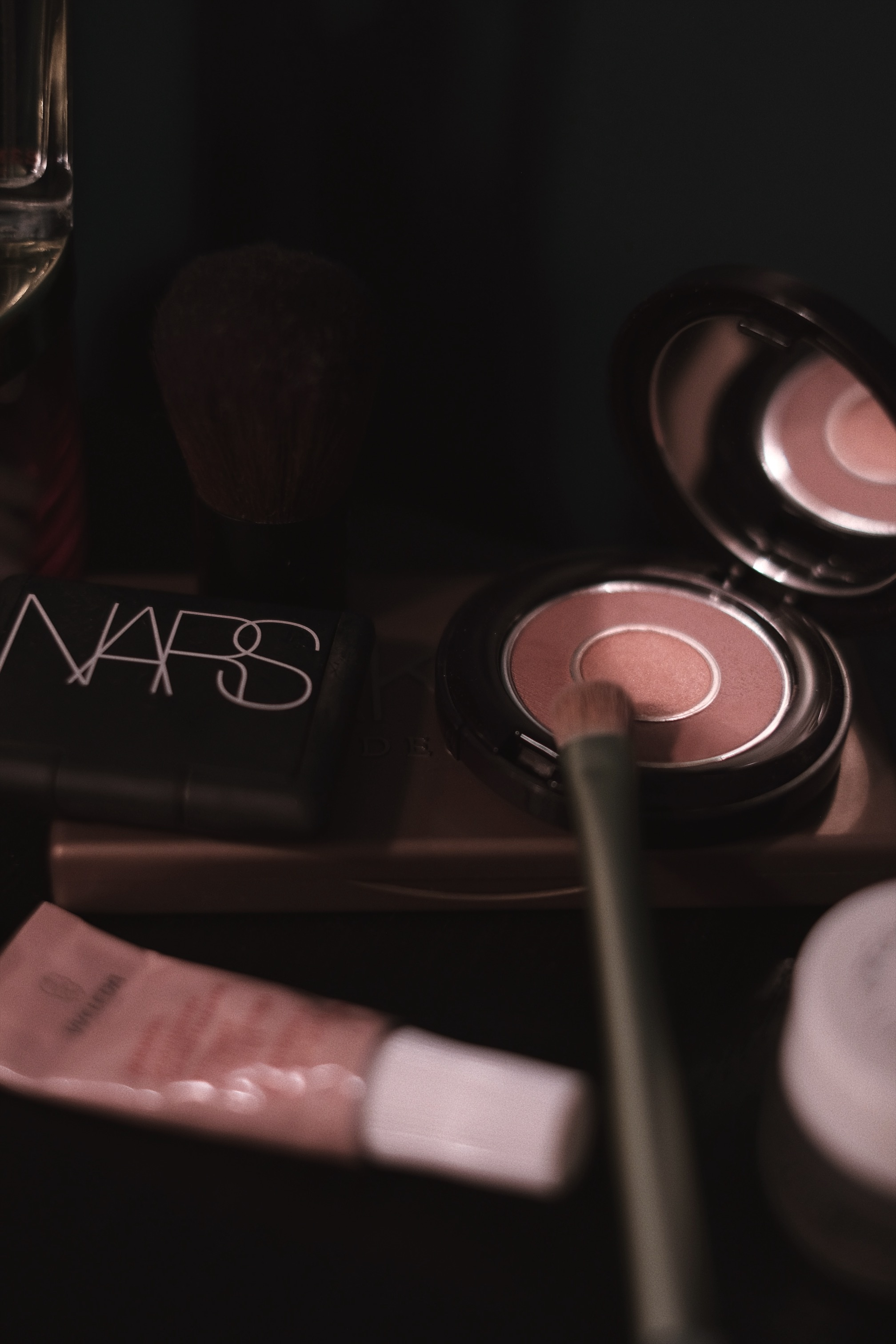 NARS mini blush 'orgasm' - The NARS 'orgasm' blusher is one of my favourite products from NARS. Cheeks get flushed with the perfect blend of peachy pink and golden shimmer. Sounds perfect for summer, right?