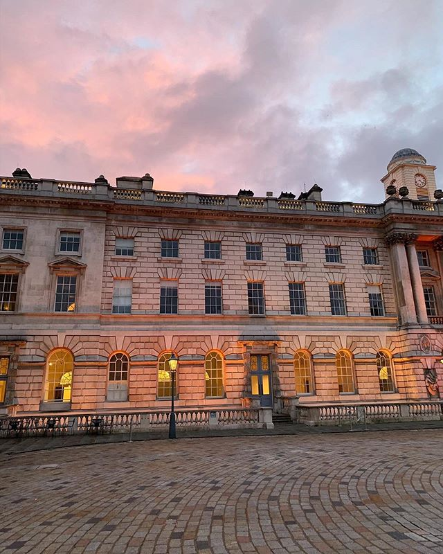 || CANDY SKY || if you live in #London then you know this building! 😊✨💗 #somersethouse @somersethouse #londonlife #summersky #summerinthecity #summerinlondon #vsco #travels
