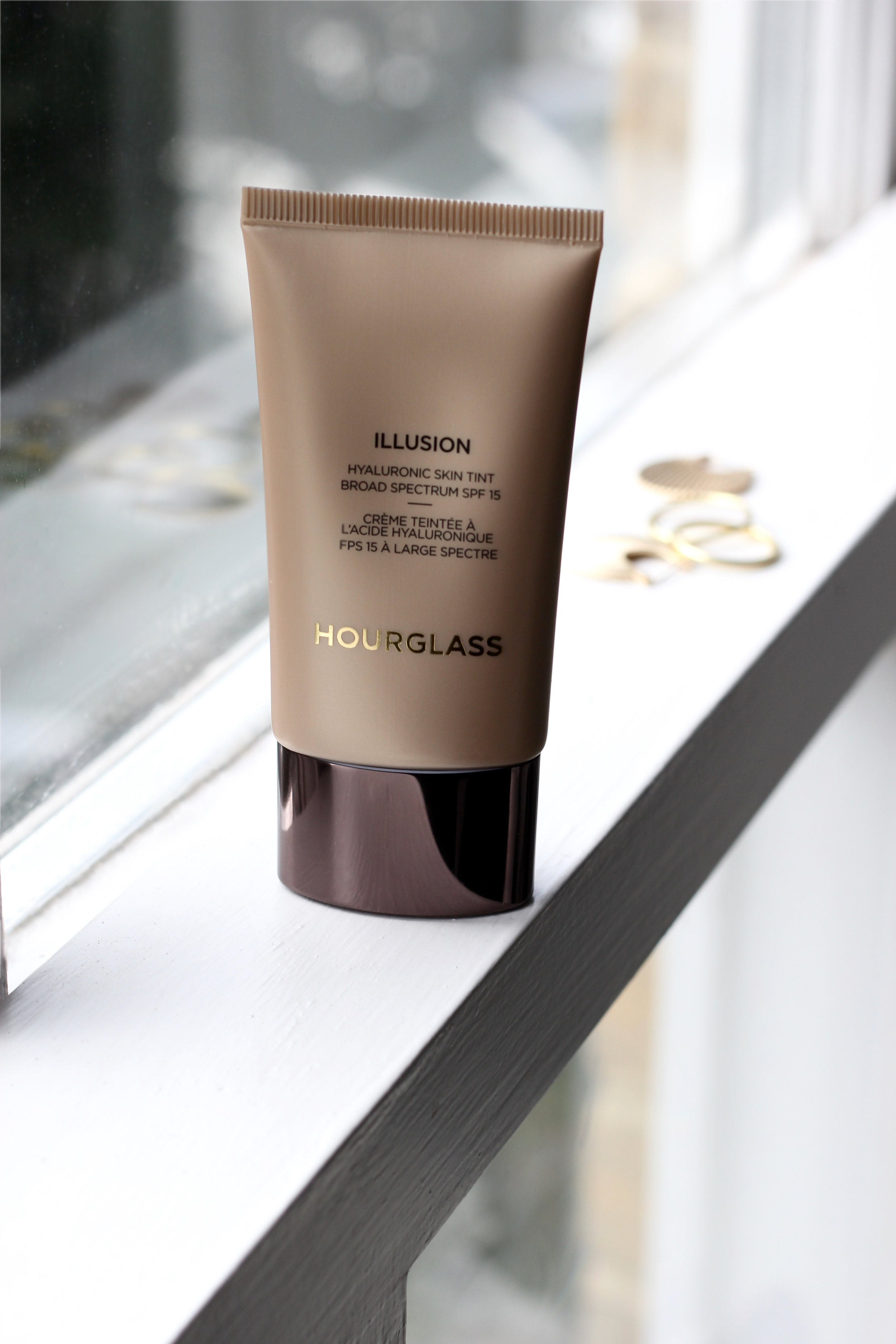 The Hourglass Illusion Hyaluronic Skin Tint - comes in 12 different shades and offers the skin a lot of hydration as well as medium UV protection with its 15 SPF. This product is both skincare and makeup, as it gives you moderate coverage as well as being a moisturiser. We found that this tinted day cream gives medium coverage, yet natural coverage. It definitely helps even out the skin tone and gives more coverage than what you'd expect from a tinted moisturiser, still it doesn't leave the skin looking caked up. We are all for makeup which leaves the skin looking natural and real. This product does that.Shop this product here.