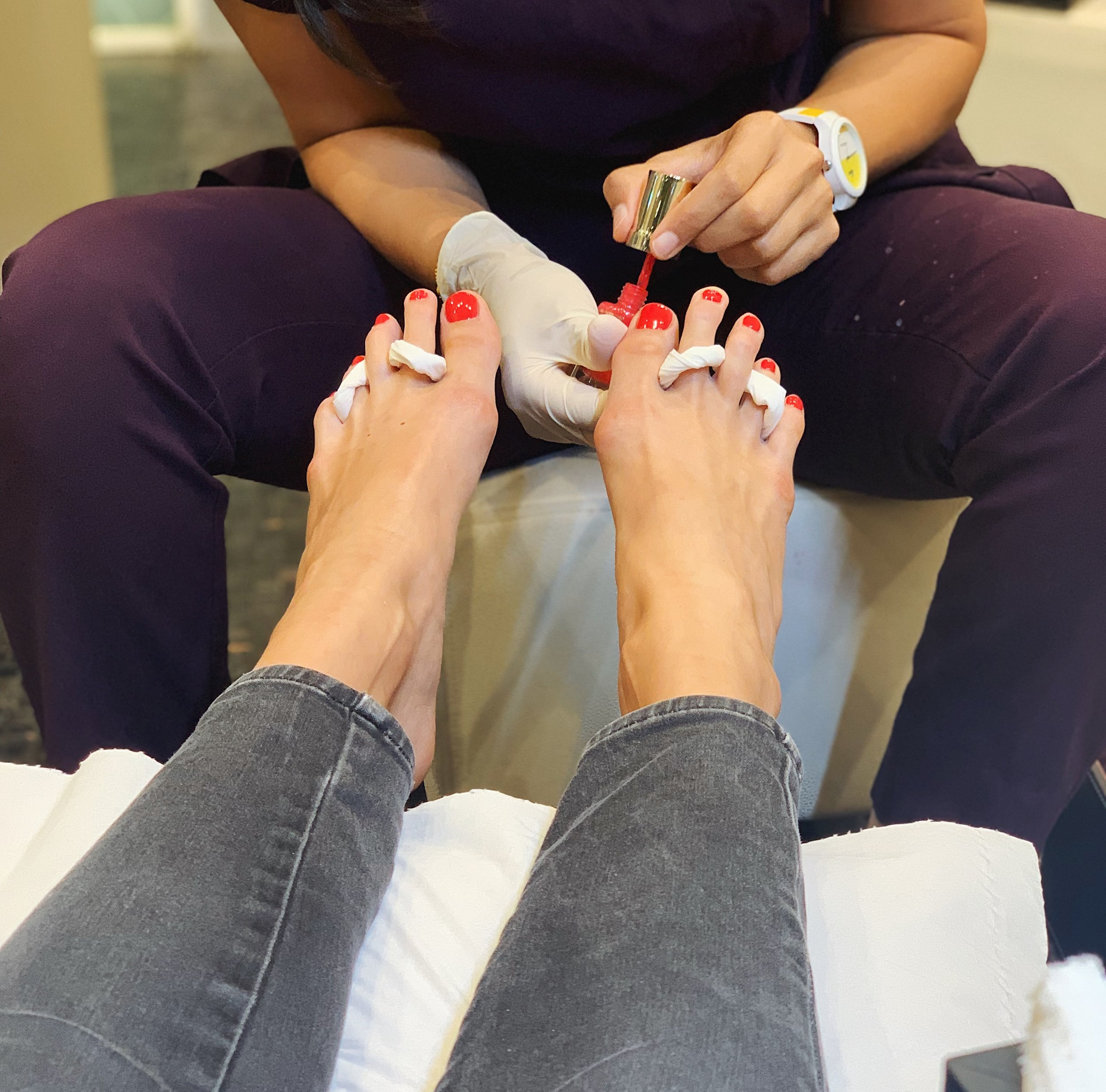 Last step was applying a lovely summery nail polish colour. Wasn't so easy to choose one colour as Margaret Dabbs offers a wide range of amazing nail polish shades :)