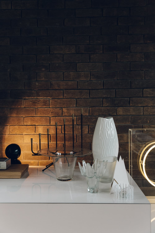 Haarkon House Design Architecture Modernist Interior vase object glass neon
