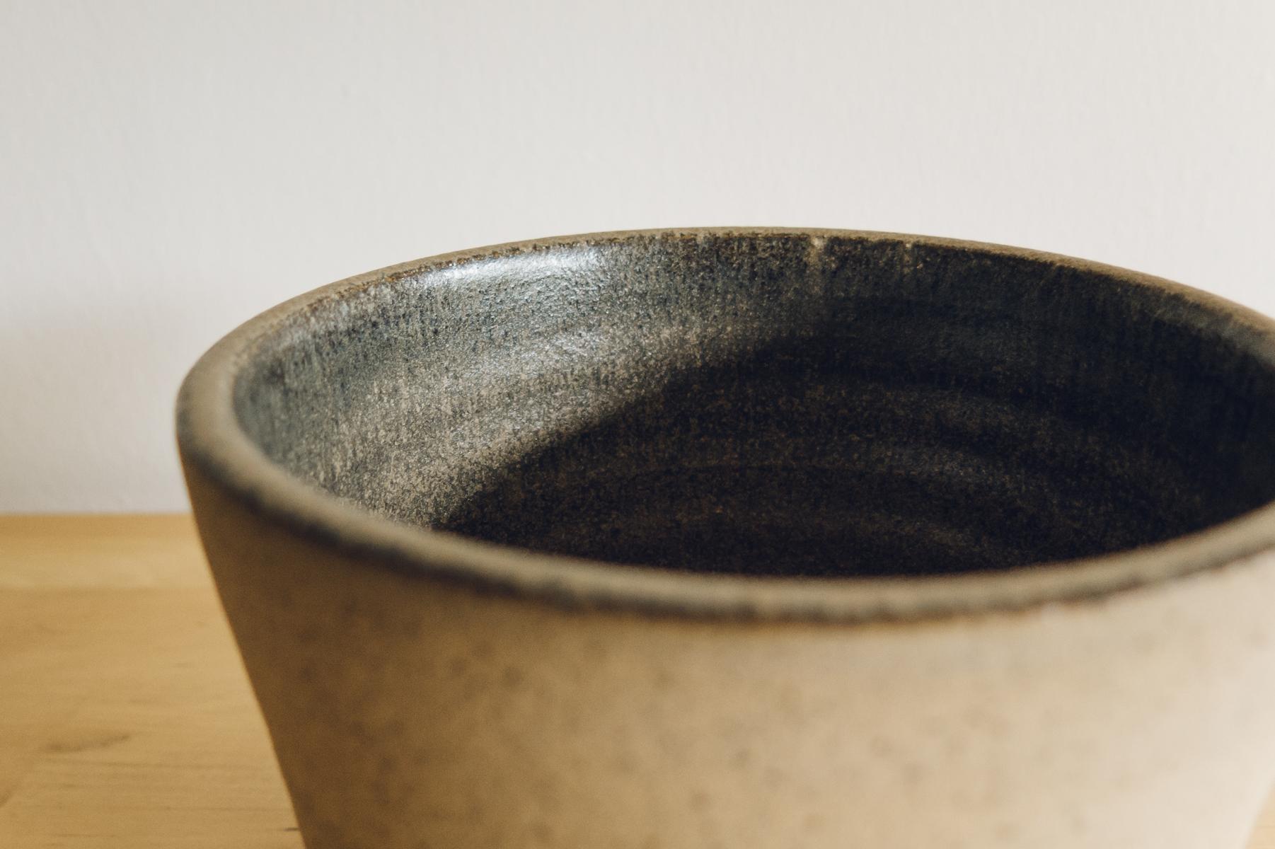 Ceramic pot with grey glaze