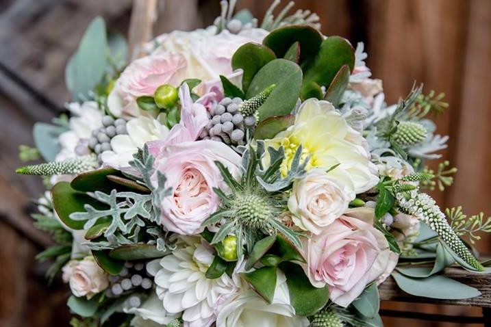 FOUR seasons - a spring bouquetan autumn bouqueta summer bouqueta winter bouquet