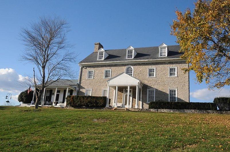 Saratoga, courtesy of Jerrye and Roy Klotz M.D., wikimedia.jpg