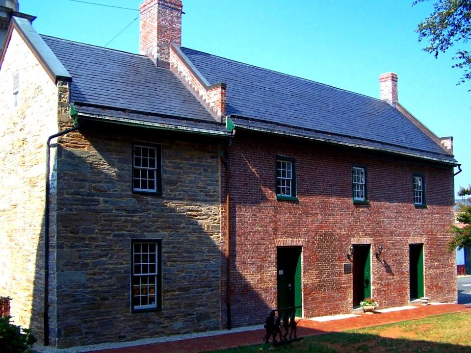 Old Jail in Warrenton.jpg