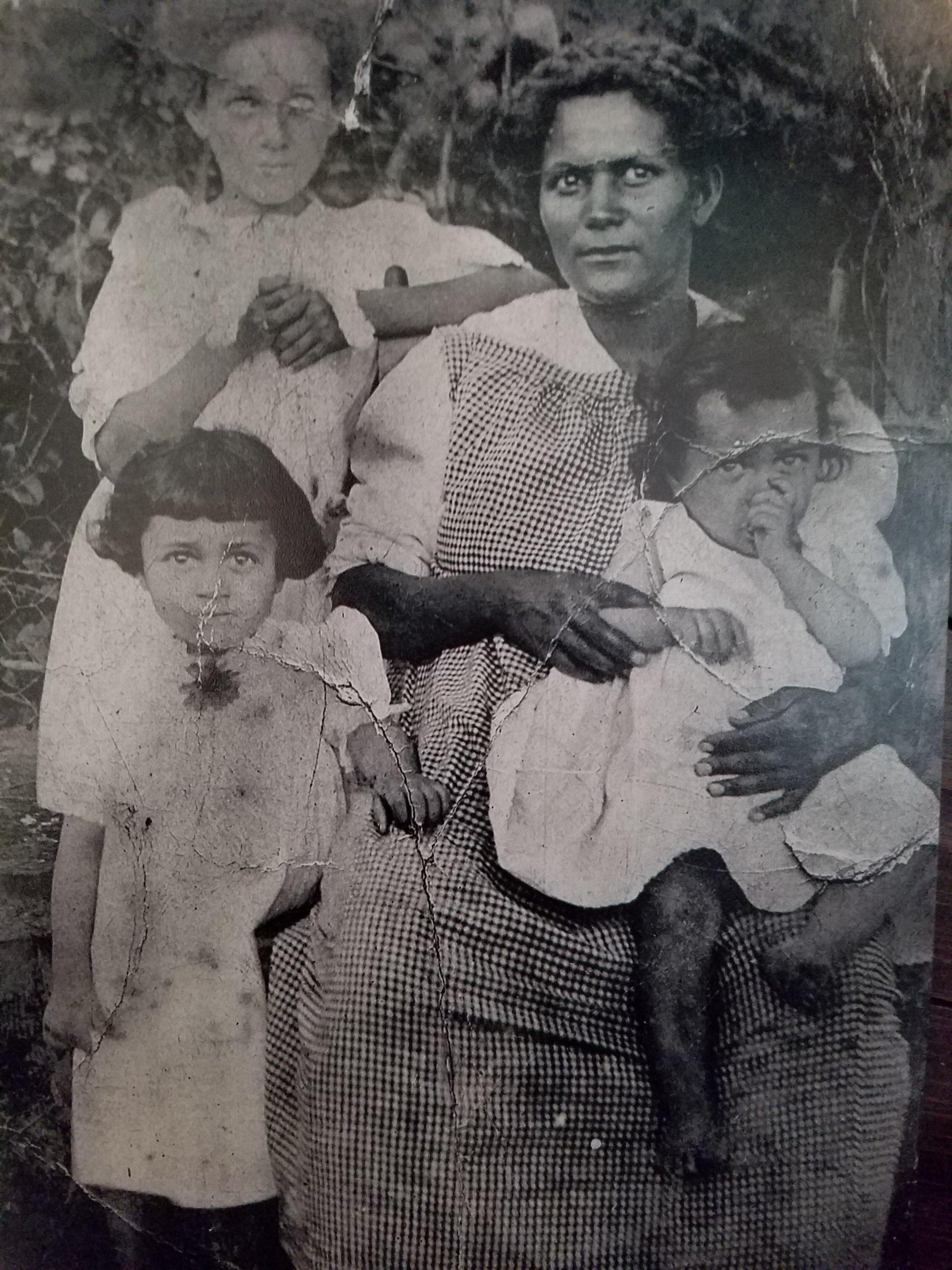 Zeda Hackley with Nannie, Virginia, and Rebecca Hackley