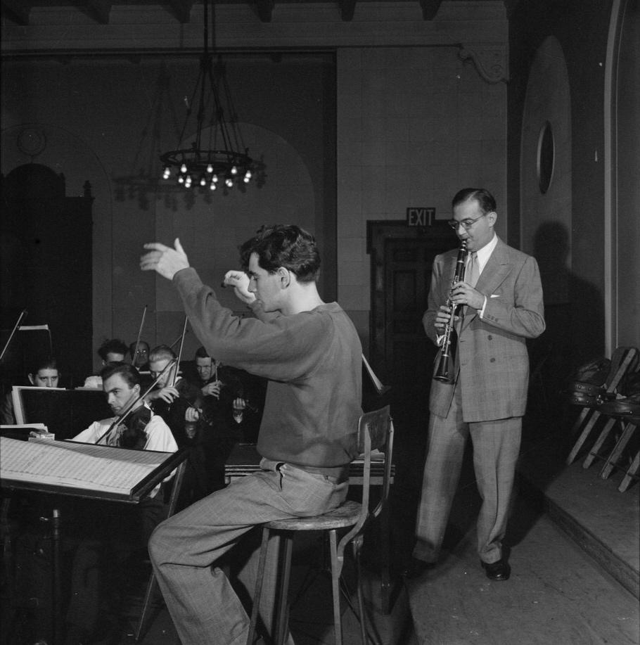 Leonard Bernstein (1945)