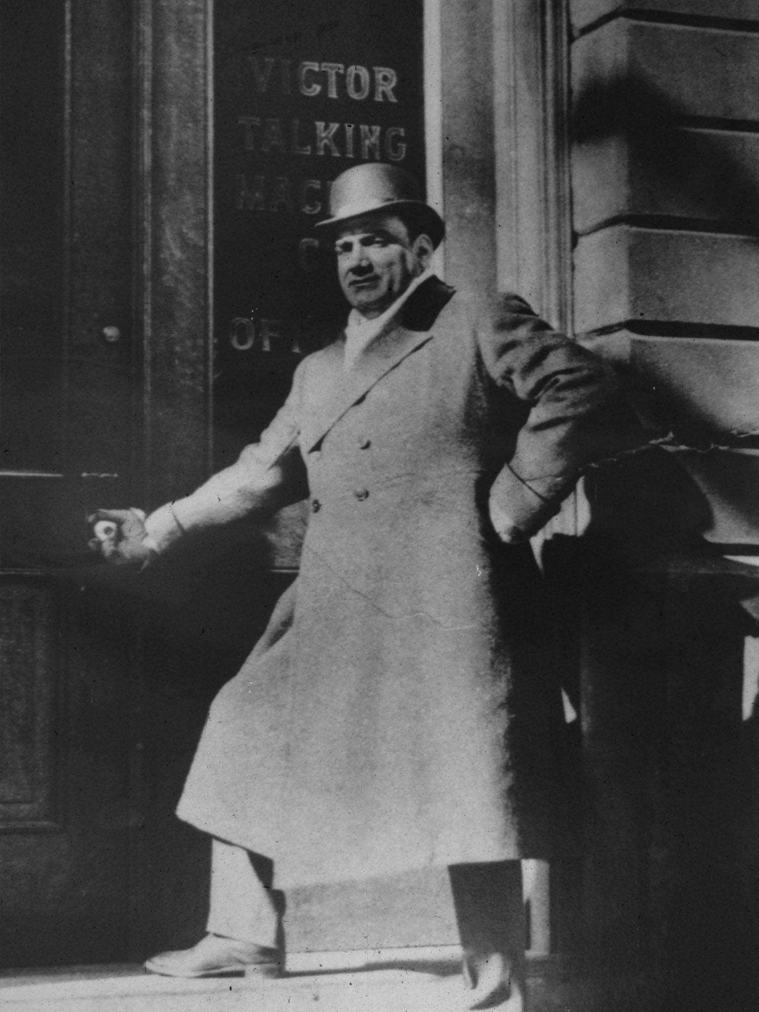 Enrico Caruso outside Building 15