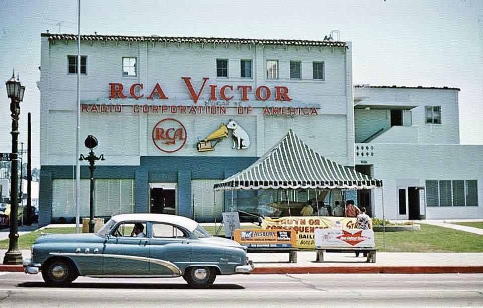 RCA-Victor-Building.jpg