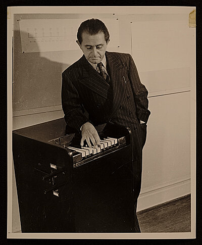 Leon Theremin and the Rhythmicon, The World's First Drum Machine