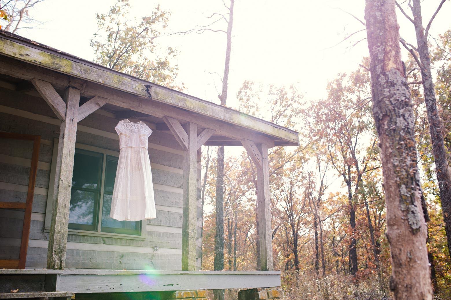Rustic-Whimsical-Wedding- Tulsa-Wedding-FloristRobyns-Flower-Garden_Mallory-Hall-Photography01.jpg