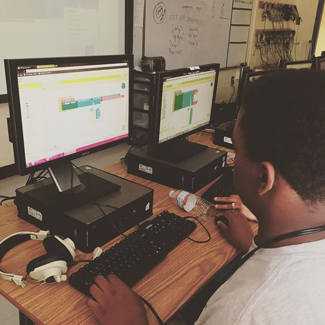 Keep building things you love! #BlackMenCode had a great time teaching #Scratch and #android to Middle Schoolers @ #theMainStretAcademy #diversity #stem #entrepreneurs #appdev #motivationmonday #startup #tech #atlanta #collegepark #code #coding #techkids