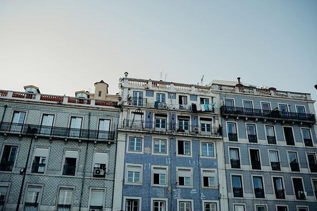 The most enjoyable part of being is Lisbon was exploring these streets full of history . Lisbon you are amazing 🖤. . . . . . #junebugweddings #lisbonweddingphotographer #lisbon #travel #algarveblogger #europetravel #lisbonportugal #passionpassport #