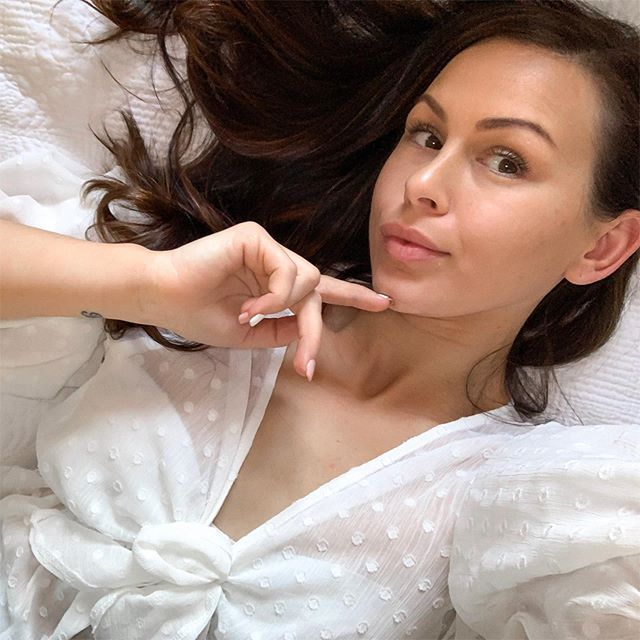 #nomakeup (except for brows) and I am in love with how dewy and fresh my skin is looking after yesterday's Micro Deluxe facial at @absolutecosmeticmedicine. My goal is to bring my skin to its best condition, especially as I head into my 30's. I want to feel confident and look radiant make up free and after just one treatment I already do ✨  I'll be sharing more of my skin journey with @absolutecosmeticmedicine over the coming months. Xx #lovedbyemilycollab . . . . . . . . . #fashionblogger #mumstyle #momstyle #stylishmotherhood #styleblog #kidsfashionblogger #blogger #perthblogger #perthstyle #bblogger #bbloggerau #fashionandstyle #perthstyle #ootdsubmit #ootdgoals #mystyle #wiwt #whattoweartoday #stylemum #mumsthatslay #ootddaily #ootdfash #lookoftheday #womeninspiringwomen #perthmum #inspire #gratitude