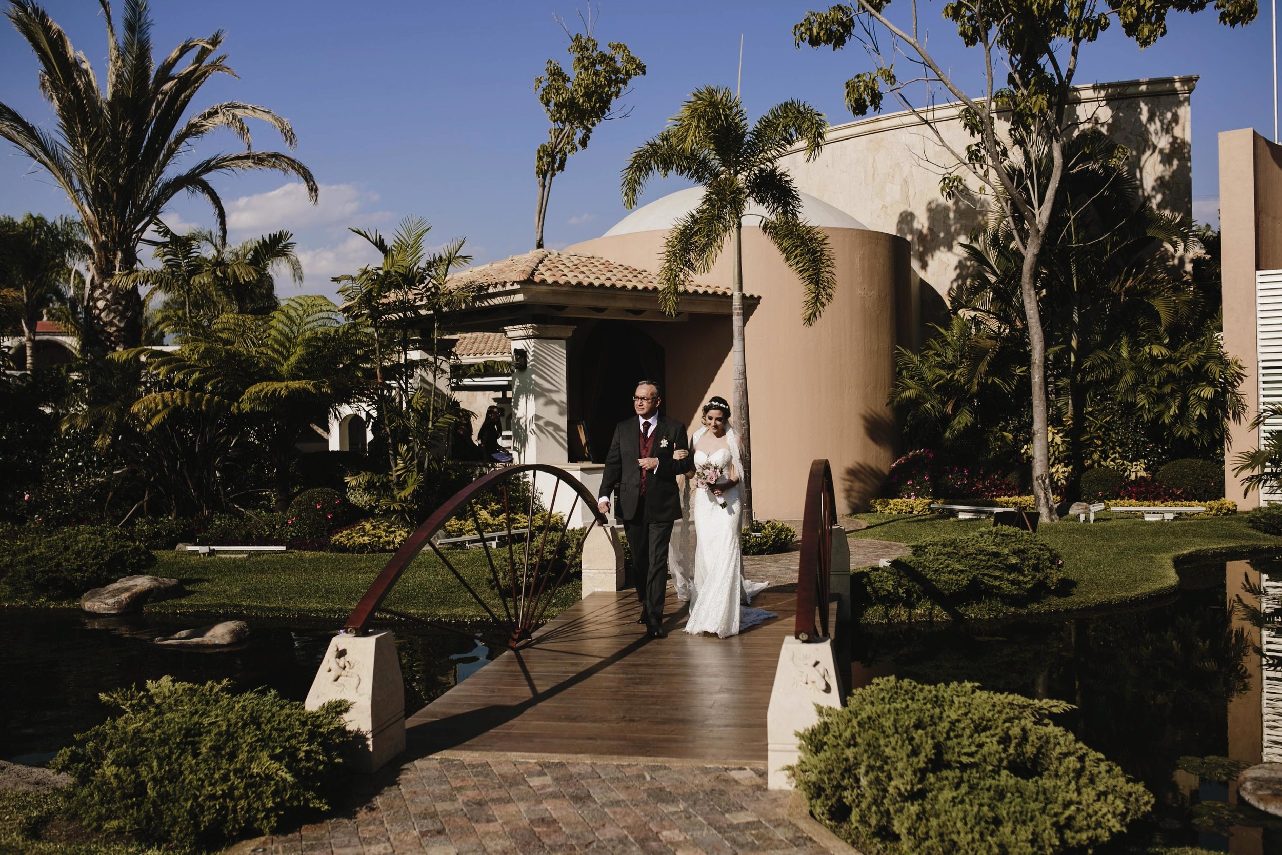 alfonso_flores_destination_wedding_photography_jardin_amarello_cuernavaca53.jpg