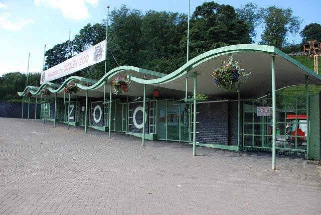 dudley_zoo_entrance%2c_pic_2%2c_england.jpg