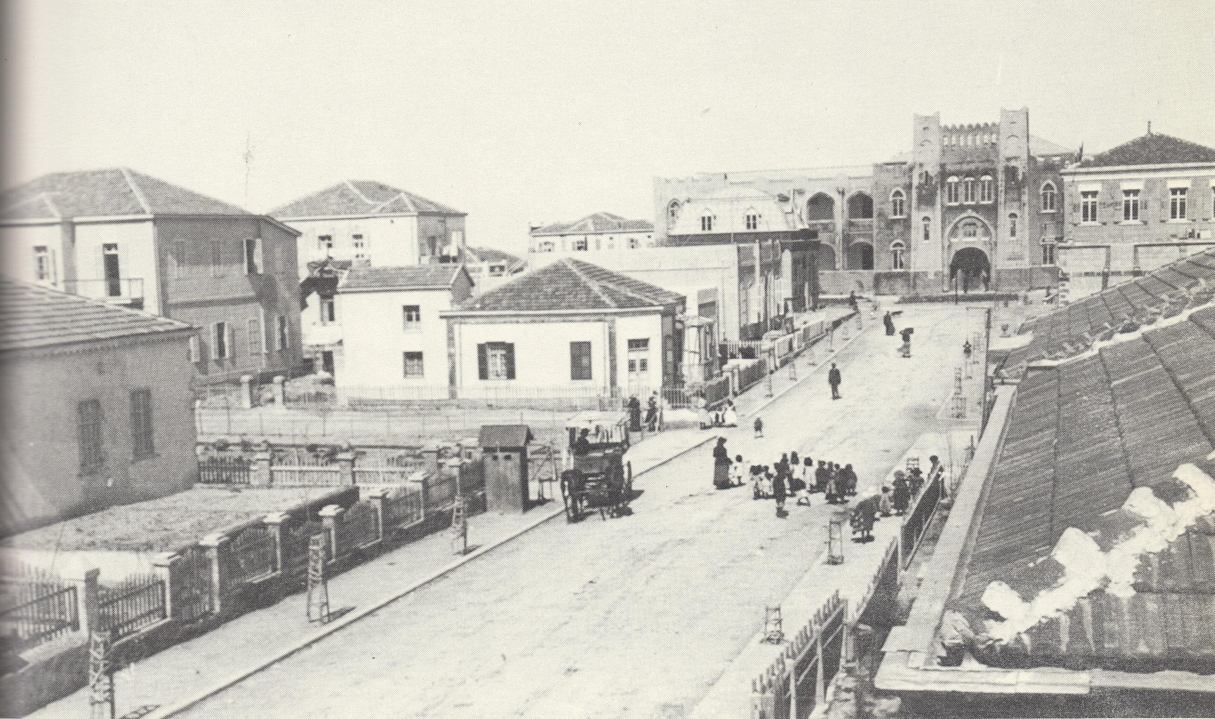 רחוב הרצל ובקצהו הגימנסיה הרצליה, 1911