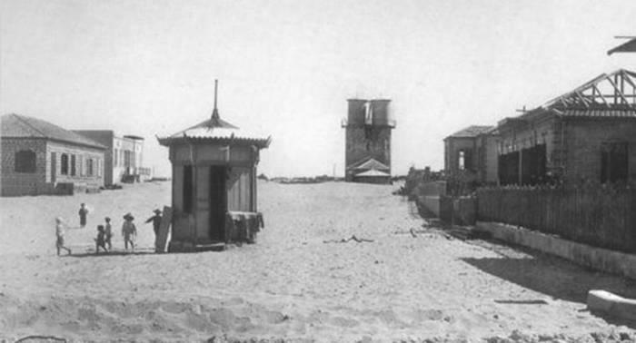הקיוסק בשדרות רוטשילד. בית העסק הראשון בתל אביב, 1910