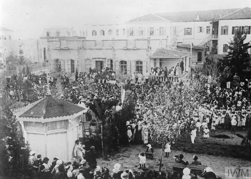 חגיגה בשדרות רוטשילד עם החזרת ספרי התורה לתל אביב